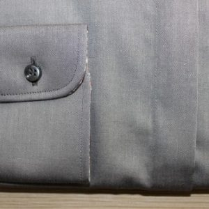 chemise col officier, chemise sur mesure grise, chemise col et poignet en opposition, chemise col rond, chemise femme, chemise grise, robe-chemise, chemise bas droit, chemise coupe droite, chemise en coton, chemise simple retors, chemise Liberty