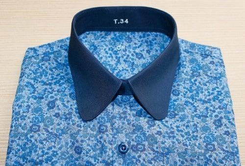 Chemise sur mesure avec motifs, chemise bleu, chemise col et poignet en opposition, chemise Liberty, robe-chemise, chemise col rond, chemise bas liquette, chemise coupe droite, chemise coton, Chemise à motifs, chemise gorge surpiquée