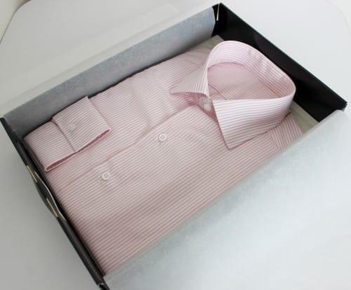 Chemise rayée pour Homme, 100% coton, simple retors, col italien ouvert, poignets mixtes.