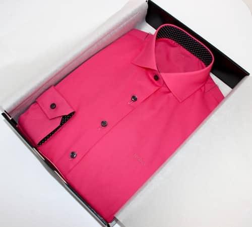 belles chemises sur mesure, chemise unie rose , chemise femme , chemise rose , chemise col et poignet en opposition , chemise col italien très ouvert , chemise sans gorge , chemise poignets simples , chemise bas liquette , chemise cintrée