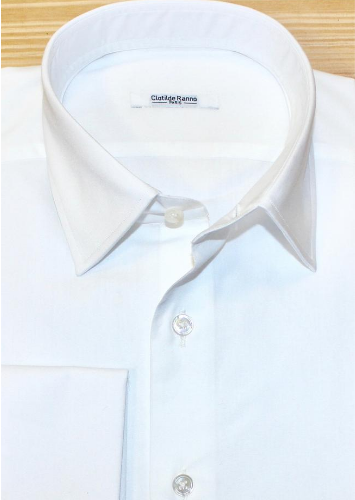 Chemise mousquetaire, chemise sur mesure blanche , chemise blanche, chemise femme, chemise poignets mousquetaires, chemise col italien ouvert, chemise bas droit, chemise cintrée, chemise boutons nacre, chemise sans gorge, clotilde ranno, atelier clotilde ranno