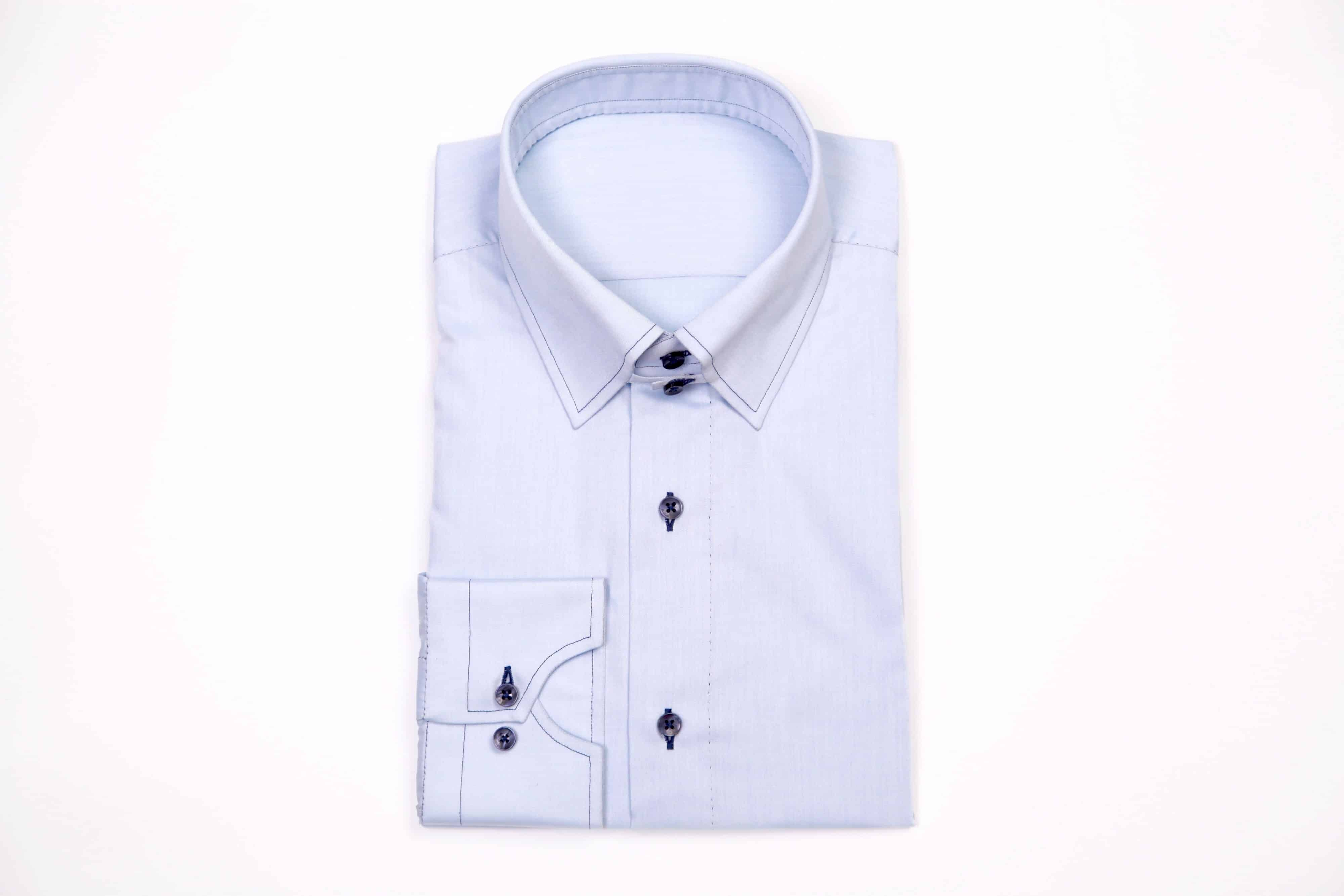 chemise cousue main, chemise fait main, chemise artisanale, atelier chemise, chemise sur mesure, chemise sur mesure luxe, chemise luxe, chemise homme, chemise, chemises, chemise bleue, chemise col anglais, clotilde ranno