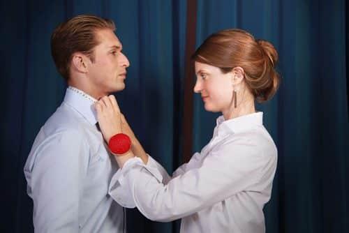 comment commander une chemise sur mesure, comment choisir une chemise sur mesure, chemise sur mesure, chemise sur mesure de luxe, clotilde ranno, prise de mesures, couturière
