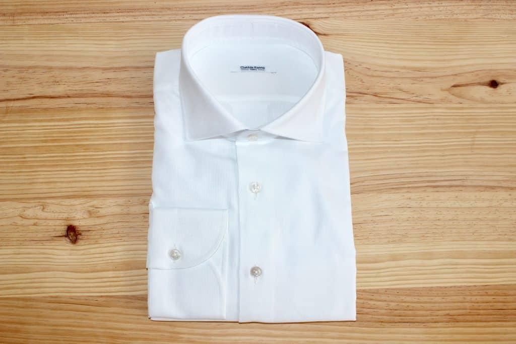 chemise incontournable, chemise blanche, chemise sur mesure, chemise homme, chemise pour costume