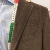 La veste en velours sur mesure : la pièce tendance de cet automne