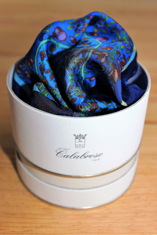 pochette de costume bleue à fleurs Calabrese 1924, en soie