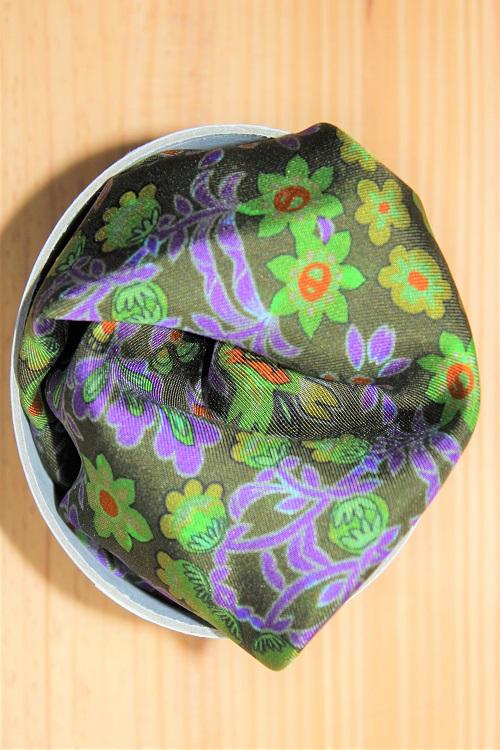 pochette de costume à motifs végétaux