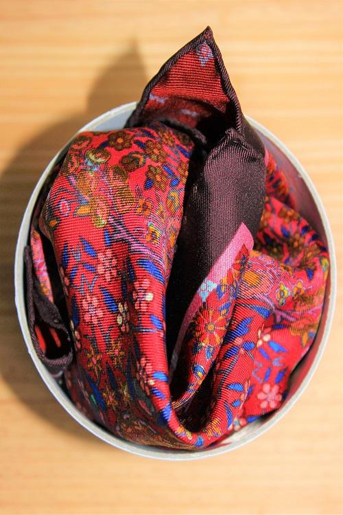 pochette de costume colorée à motifs floraux, Calabrese 1924, en soie