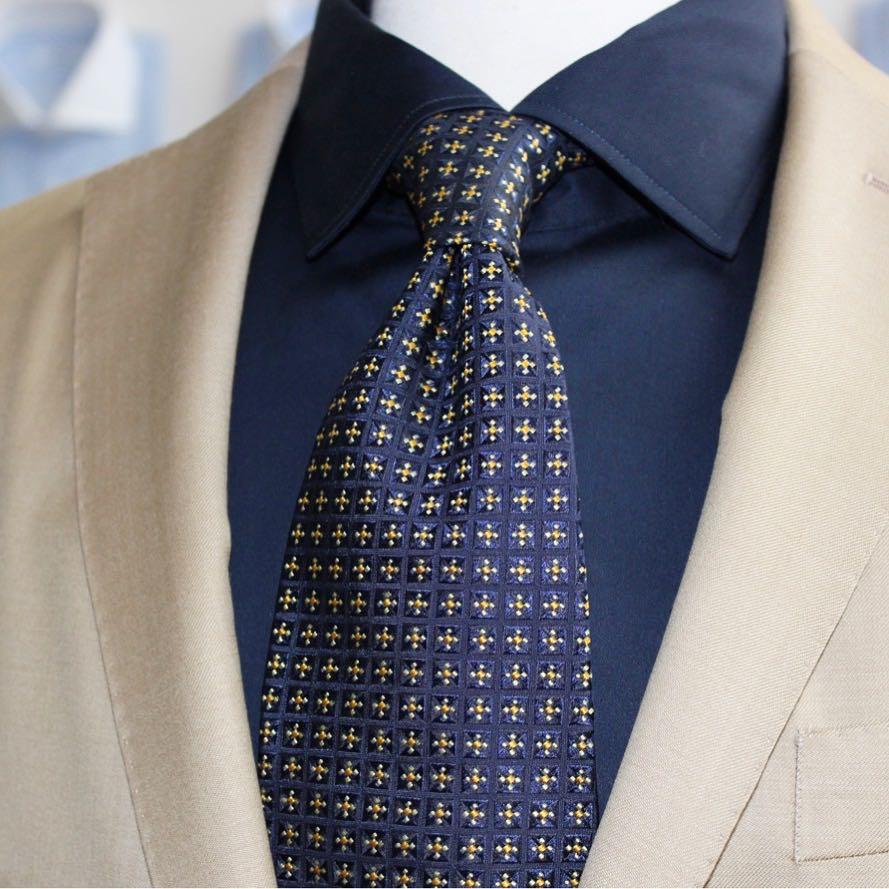costume beige sur mesure